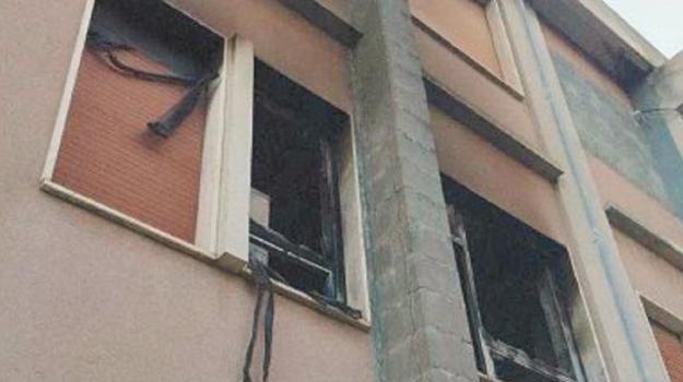 incendio, reggio, scuola Ibico, Reggio, Cronaca
