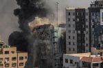Israele bombarda e abbatte la torre dei media a Gaza - VIDEO