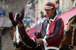 Incidente stradale, muore il fantino Andrea Mari: aveva vinto sei volte il Palio di Siena