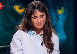 Arisa si confessa in tv ma fatica a parlarne: «Sono stata molestata» La cantante Francesca Fagnani questa sera su Rai2 a Belve (22.55) - Corriere Tv