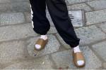 Le ciabatte con i calzini in estate sono fuori moda? Non ditelo a... Chiara Ferragni