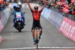 Giro d'Italia: immenso Caruso, che impresa davanti alla maglia rosa Bernal. Domani la crono
