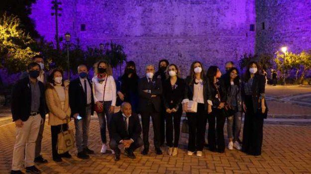 castello aragonese reggio, Giornata mondiale della Fibromialgia, Reggio, Cronaca