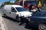 Incidente stradale a Catanzaro, due mezzi coinvolti e due feriti lievi: traffico in tilt