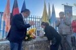 Commozione a Cetraro: riposizionata la targa in onore di Roberto Piazza