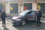 Danneggia auto a Corigliano e si barrica in casa per sfuggire ai proprietari inferociti