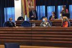 Francesco Lacava (In piedi) durante il suo intervento al Consiglio comunale di Catanzaro
