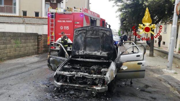 catanzaro, incendio auto, Catanzaro, Cronaca