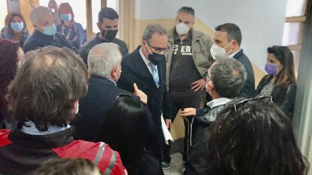 protesta, Sant'Anna Hospital Catanzaro, tavolo tecnico, Catanzaro, Cronaca