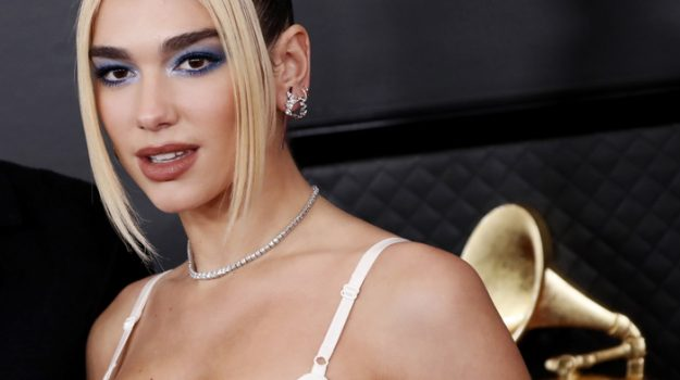 epa08168612 Dua Lipa arrives for the 62nd Annual Grammy Awards ceremony at the Staples Center in Los Angeles, California, USA, 26 January 2020. EPA/ETIENNE LAURENT