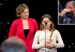 David 2021: Emma Torre ritira il premio per il padre scomparso, le lacrime di Valerio Mastandrea La figlia di Mattia Torre con la mamma Francesca sul palco della cerimonia: «Bravo papà!» - Ansa