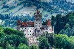 Il castello di Dracula in Transilvania diventa centro vaccini (Pfizer) per i turisti