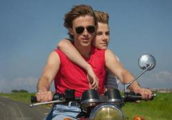«Estate '85», il brivido di essere giovani e lo slancio del primo amore - Corriere Tv