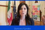 La sottosegretaria Barbara Floridia saluta gli studenti di Noi Magazine