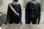 In casa con oltre 300 monete d'oro, argento e bronzo: denunciato un 80enne di Cirò