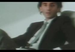 Franco Battiato interpreta «Bandiera bianca» La canzone, uscita nel 1981, è uno dei più grandi successi del cantautore siciliano scomparso il 18 maggio 2021 a 76 anni - Corriere Tv