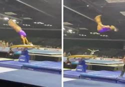 Ginnastica: il pazzesco doppio carpio al volteggio di Simone Biles La 24enne americana ha eseguito un leggendario salto Yurchenko-doppio carpio al volteggio - CorriereTV