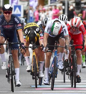 Giro d'Italia, seconda tappa: il belga Merlier vince sprint a Novara