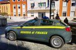 La Guardia di Finanza davanti al Municipio di Crotone