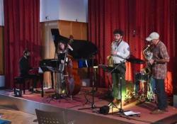L'abete della tempesta Vaia risuona jazz: il concerto acustico naturale con il pianoforte fatto solo di legno I pianoforti «Resonance» della Ciresa sono realizzati con tavole armoniche in «legno di risonanza» - CorriereTV