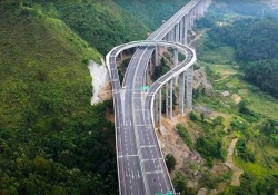 L'autostrada in Cina che consente di fare un'inversione a U Si trova nella provincia cinese di Guizhou - CorriereTV