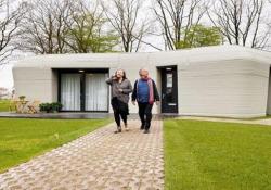Olanda, la prima casa interamente stampata in 3D: 120 ore per realizzarla A Eindhoven sono state consegnate le chiavi di un'abitazione progettata da «Milestone Project» - CorriereTV
