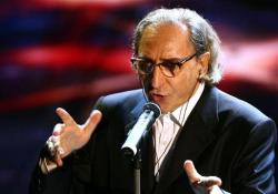 «La cura» di Franco Battiato all'esibizione a Sanremo nel 2007 L'artista aveva 76 anni, è morto il 18 maggio 2021 nella sua casa in Sicilia. Era malato da tempo - Corriere Tv