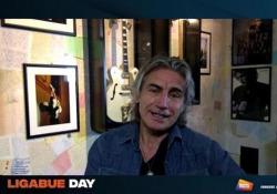 """Ligabue: «Il futuro sarà da vivere. Scriverò """"Il meglio deve ancora venire 2""""» L'intervista al cantautore e rocker per il Ligabue Day - Corriere Tv"""