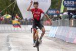 Giro d'Italia: Mäder trionfa ad Ascoli, Valter vestito di rosa