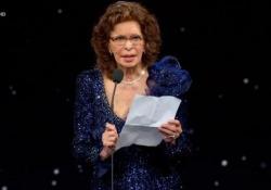 """«Madonna mia, aiutatemi», l'emozione di Sophia Loren ai David di Donatello Premiata come «Miglior attrice protagonista» per """"La vita davanti a sé"""" - Ansa"""