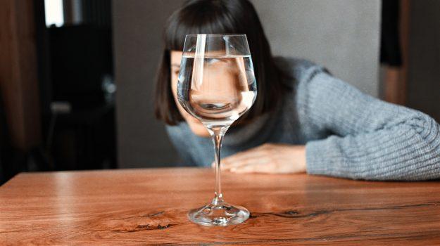 """Proposta """"indecente"""" di Bruxelles: aggiungere acqua al vino per abbassare la gradazione alcolica"""