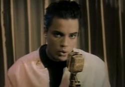 Morto Nick Kamen, «Each Time You Break My Heart»: il suo esordio Il cantante è scomparso all'età di 59 anni. - Corriere Tv