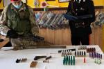 Carabina, doppietta e pistola nascoste in casa: arrestato un 50enne di San Marco d'Alunzio