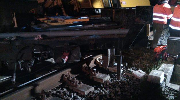 Ferrovie, deraglia convoglio a Montalto Uffugo: operaio ferito e disagi per gli utenti