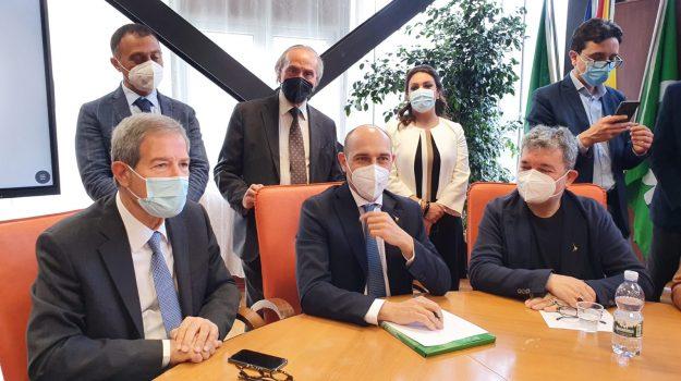 """Il viceministro Morelli: """"Sì al Ponte sullo Stretto, faccio mie le istanze di Sicilia e Calabria. Ma serve l'Europa"""""""