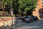 Rifiuti in Via Giulia, a Reggio Calabria, all'angolo con il lungomare FOTO ATTILIO MORABITO