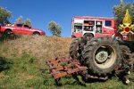 Lamezia Terme, trattore finisce fuori strada e si ribalta. Morto un 50enne