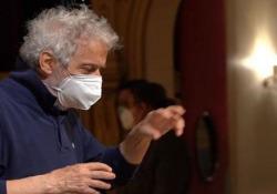Trieste, il compositore Piovani al lavoro per la sua opera «Amorosa presenza» Il musicista: «Il progetto è di 40 anni fa, ripreso su proposta del teatro Verdi» - Ansa