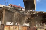 Vibo Marina, demolito il fabbricato abusivo di via Torino - VIDEO