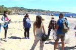 Messina, volontari ripuliscono la spiaggia di Grotte