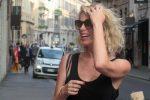 Alessia Marcuzzi lascia Mediaset? La showgirl rifiuta Scherzi a parte e ipotizza nuove soluzioni