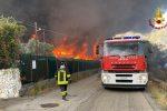 Incendio a Motta Camastra, l'intervento dei vigili del fuoco