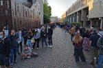 Vaccino anti-Covid: caos all'open day di Bologna: migliaia in fila, assembramenti e spintoni