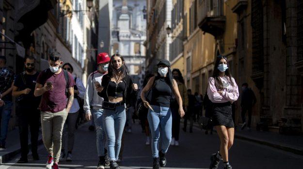 Coronavirus, sale ancora l'Rt in Italia. Calabria ultima per vaccini. E la Sicilia...