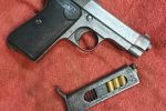 Petilia Policastro, viaggia in auto armato di pistola clandestina. Arrestato 65enne