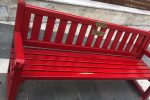 Cosenza, altro sfregio al simbolo anti-violenza: danneggiata la panchina rossa
