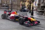 Il rombo dei motori della Formula 1 a Palermo. Spot pubblicitario Red Bull nelle vie del centro