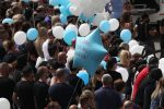 Funerali fratellini uccisi ad Ardea, centinaia di palloncini salutano Daniel e David