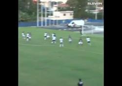 Brasile, segna con una punizione da 30 metri Un tiro così potente ricorda le celebri punizioni di Roberto Carlos - Dalla Rete