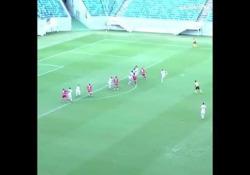 Brasile, segna con una punizione da 30 metri È la prodezza di Mazinho Soares, calciatore dell'America, squadra del campionato brasiliano paulista di seconda divisione - Dalla Rete